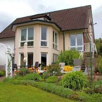 Cozy Apartment in Bellenberg with Sunbathing Lawn