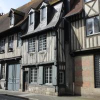 Maison 17ème - centre historique de Pont l'Evêque - 10 pers.