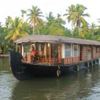 1 BHK Houseboat in Kumarakom(B96F), by GuestHouser