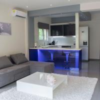 Minimal luxury in quiet area of central Athens!
