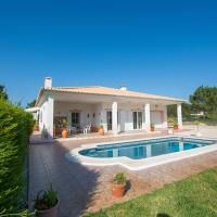 Sunny holiday home with Pool