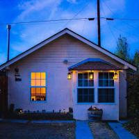 Cozy Muir Cottage - In Town - Pet Friendly