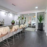 Stunning 2 bedroom Private Oasis in New Farm