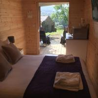 Romantic Getaway Luxury Wooden Cabin With Private Hot Tub and BBQ