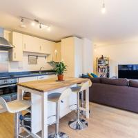 Contemporary and Bright 2 Bed Flat in East London