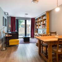 Contemporary, Cosy 2 Bed Flat w/Patio in Limehouse