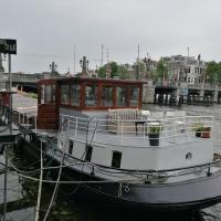 houseboat Rose