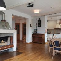 9 min from Palanga! luxury house on the river and sauna, viešbutis mieste Kretinga