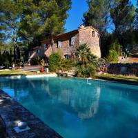 Quaint Villa in Villecroze France with Swimming Pool