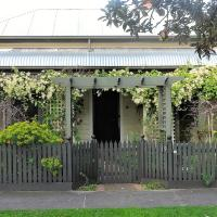Delightful Cottage, hotel in Queenscliff