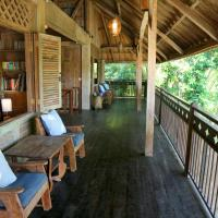 Artist Eco Villa With Wood And Clay