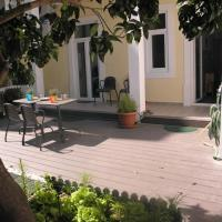Sunny orange garden apartment in central Lisbon