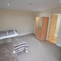 5 Bed, 5 En Suite Whole Apartment (72)