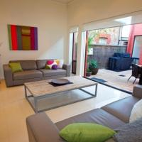 The Terrace- Beautiful home in quiet street.