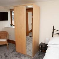 1 Bedroom Apartment by Gloucester Road