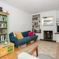 Spacious 3 Bedroom House in Clapton