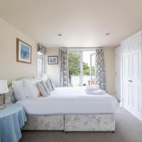 Lovely 3 bed house with a rooftop terrace in Fulham (sleeps 6)
