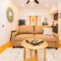Renovated, Chic, one bed, Sleeps 4,Steps to Transit