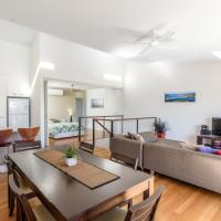 Unit 4 Rainbow Surf - Modern, double storey townhouse with large shared pool, close to beach and shop