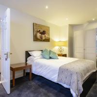 MAGNIFICENT 2 BEDROOM LUXURY SUITE - MERRION SQ