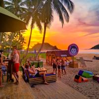 Mad Monkey Hostel Nacpan Beach
