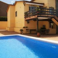 Cubelles Villa Sleeps 8 Pool WiFi