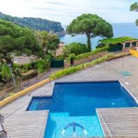 Lloret de Mar Villa Sleeps 7 Pool Air Con WiFi