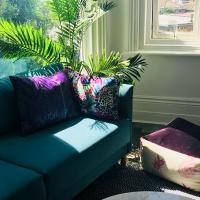 Gorgeous Apartment Mins from Sea