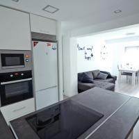 New apartment near to the center, hotel in Valencia