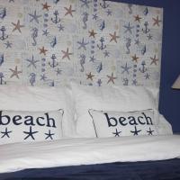 Beach Hut Getaway Golf, Whiskey & Famous Rocks!