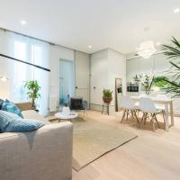 Luxury appartment at a newly refurbished building with patio at Madrid heart