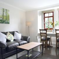 Fantastic 2 bed 2 bath ground floor flat with free parking in vibrant Shore area
