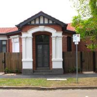 Cosmo Stays - Grand 3-bedroom Private Garden Villa