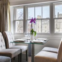 Urban Living's - Castle View Luxury Apartment