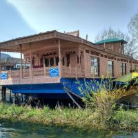 Houseboat peer palace front line dal lake