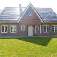 Modern Holiday Home in Hengstdijk with Pool
