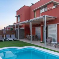 Villa en campo de golf con piscina privada by Lightbooking