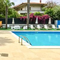 Rooms and Pool Mondello