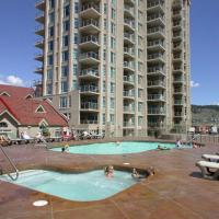 Sunset Waterfront Resort by kelownacondorentals