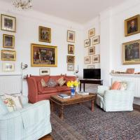 Artistic 1bed flat with patio in South Kensington