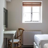 Gloucester Place Mews II by Onefinestay