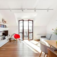 EDEN - A Bright Modern Apartment in Old Town by Houseys