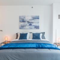 Luxury Apt w/ King Bed & Gym