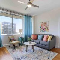 Foxy Downtown Digs! Comfy Bed, Rooftop Lounge/Pool
