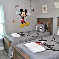 Mickey's Landing - NEW High-End Home with Pool - Games Room 5 Miles to Disney