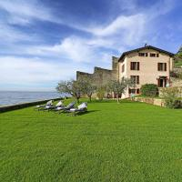 Villa Victoria: luxury waterfront villa with splendid views