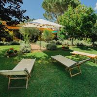 Luxurious Farmhouse in Grosseto with Jacuzzi, hotel in Buriano