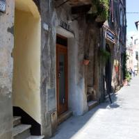 La Casetta Di San Francesco </h2 </a <div class=sr-card__item sr-card__item--badges <div class= sr-card__badge sr-card__badge--class u-margin:0  data-ga-track=click data-ga-category=SR Card Click data-ga-action=Hotel rating data-ga-label=book_window:  day(s)  <span class=bh-quality-bars bh-quality-bars--small   <svg class=bk-icon -iconset-square_rating fill=#FEBB02 height=12 width=12<use xlink:href=#icon-iconset-square_rating</use</svg<svg class=bk-icon -iconset-square_rating fill=#FEBB02 height=12 width=12<use xlink:href=#icon-iconset-square_rating</use</svg<svg class=bk-icon -iconset-square_rating fill=#FEBB02 height=12 width=12<use xlink:href=#icon-iconset-square_rating</use</svg </span </div   <div style=padding: 2px 0  <div class=bui-review-score c-score bui-review-score--smaller <div class=bui-review-score__badge aria-label=Punteggio di 9,1 9,1 </div <div class=bui-review-score__content <div class=bui-review-score__title Eccellente </div </div </div   </div </div <div class=sr-card__item   data-ga-track=click data-ga-category=SR Card Click data-ga-action=Hotel location data-ga-label=book_window:  day(s)  <svg alt=Posizione della struttura class=bk-icon -iconset-geo_pin sr_svg__card_icon height=12 width=12<use xlink:href=#icon-iconset-geo_pin</use</svg <div class= sr-card__item__content   Pitigliano • <span 550 m </span  dal centro </div </div </div </div </div </li <div data-et-view=cJaQWPWNEQEDSVWe:1</div <li id=hotel_608169 data-is-in-favourites=0 data-hotel-id='608169' class=sr-card sr-card--arrow bui-card bui-u-bleed@small js-sr-card m_sr_info_icons card-halved card-halved--active   <div data-href=/hotel/it/appartamenti-a-pitigliano.it.html onclick=window.open(this.getAttribute('data-href')); target=_blank class=sr-card__row bui-card__content data-et-click=  <div class=sr-card__image js-sr_simple_card_hotel_image has-debolded-deal js-lazy-image sr-card__image--lazy data-src=https://r-cf.bstatic.com/xdata/images/hotel/square200/40201951.jpg?k=989260708f5b61