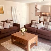 Central Modern 3 bed home in Edinburgh with parking