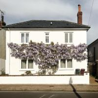 Luxurious 1860's Detached House near Goodwood and city centre